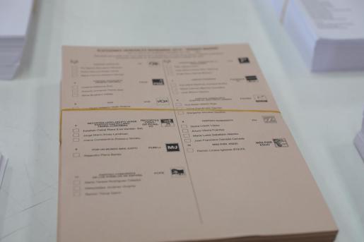 31/10/2019 Papeletas de los candidatos al Senado, en el centro logístico de las póximas elecciones generales del 10N en Alcalá de Henares (Madrid), a 31 de octubre de 2019.  POLITICA   Jesús Hellín - Europa Press   papeletas candidatos senado