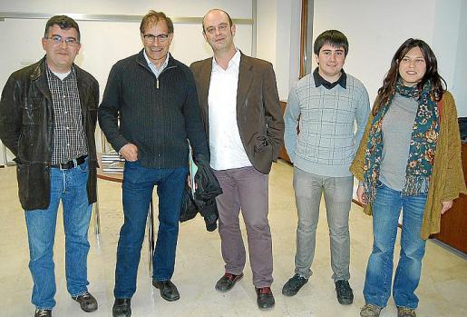 Joan Simonet, Joan Màs, Sebastià Alzamora, Llorenç Perelló y Nadege You antes de comenzar el acto.
