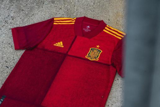 Imagen de la nueva camiseta que España lucirá en la Eurocopa 2020.