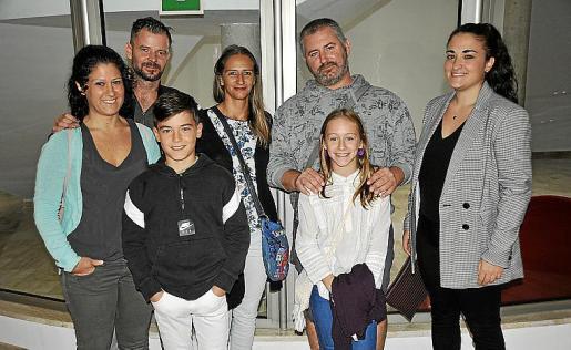 Ana Vadell, Antonio Naranjo, Marc Naranjo, Lorena Tipacti, Alai Escauriaza, Leire Escauriaza y Laura Casamor.