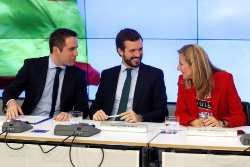 El presidente del Partido Popular, Pablo Casado, junto al secretario general de la formación, Teodoro García Egea, y la vicesecretaria de Organización, Ana Beltrán.