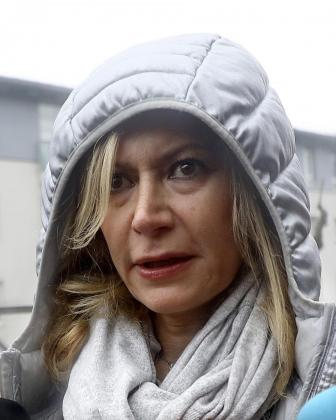 Diana López-Pinel, madre de Diana Quer, a su llegada a la sede de la Audiencia Provincial de A Coruña en Santiago de Compostela para asistir en calidad de testigo al juicio contra José Enrique Abuín Gey, alias el Chicle, acusado de la muerte de su hija en 2016.
