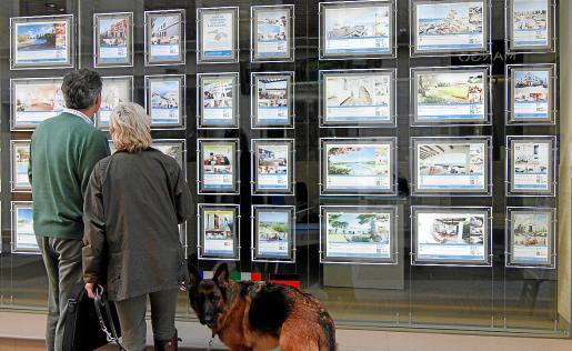 Tanto los agentes de la propiedad inmobiliaria como desde la Associació Balear de Serveis Inmobiliaris han advertido de que muchas propiedades se ofertan por encima de su precio de mercado.