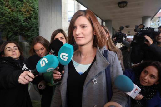 """La exmujer de """"el Chicle"""", Rosario Rodríguez, a su llegada este miércoles a los juzgados de Santiago de Compostela."""