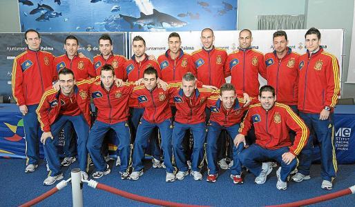 Los miembros de la selección española de fútbol sala posaron al completo para los numerosos aficionados presentes en la fiesta.