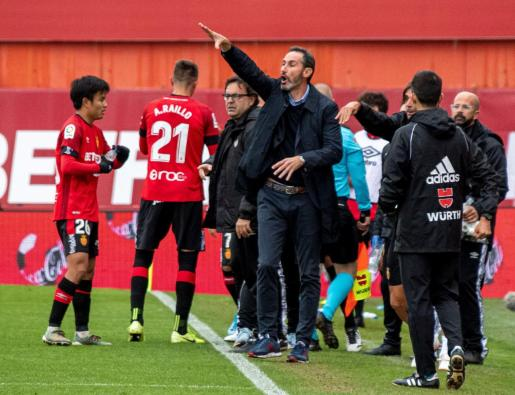 El entrenador del Real Mallorca, Vicente Moreno, durante el partido ante el Villarreal, correspondiente a la decimotercera jornada de LaLiga Santander disputado en Son Moix.