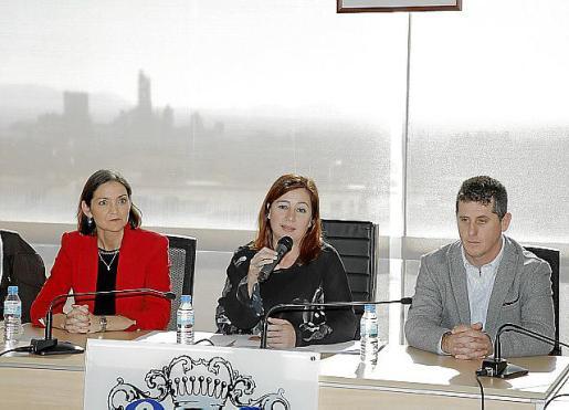 Reyes Maroto, Francina Armengol y el alcalde Chema Muñoz durante el anuncio el pasado mes de enero.