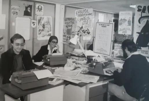 Imagen histórica de la redacción que hacía posible el Informatiu balear en sus inicios.