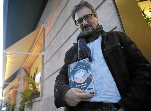 El escritor catalán Albert Sánchez Piñol estuvo ayer en Palma presentando su nuevo libro.