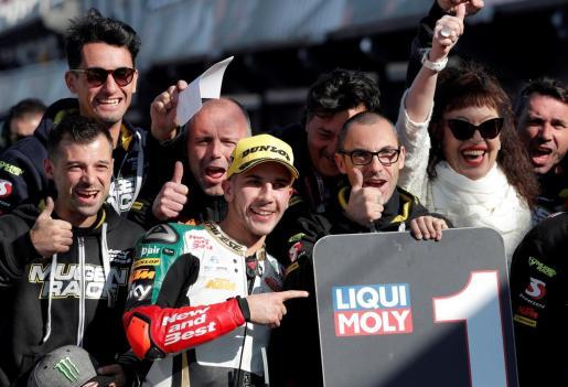 El italiano Andrea Migno celebra su 'pole' en Moto3 en el Circuito Ricardo Tormo.