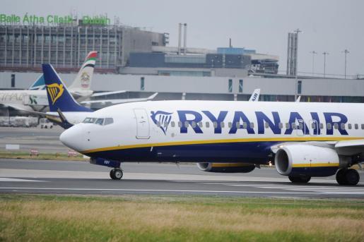 Un ciudadano denuncia que el pasado viernes en un vuelo Madrid-Palma le obligaron a pagar 25 euros por una maleta con las medidas reglamentarias.