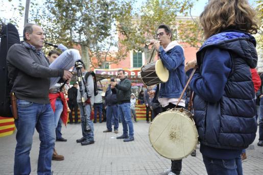 Los ' sones' de la música tradicional mallorquina reinaron durante todo el día en Sa Pobla .