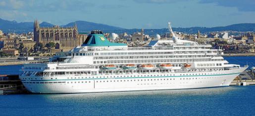 El lujoso 'Amera', amarrado en Palma, luce como nuevo 30 años despues de su entrada en servicio.