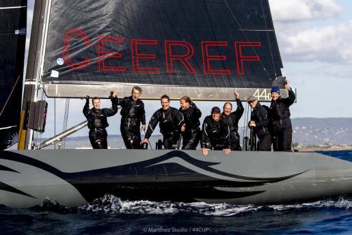 Imagen de la tripulación del Team CEEREF, en aguas de la Bahía de Palma.