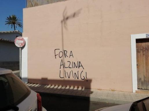 Imagen de archivo de las pintadas contra el residencial turístico Alzina Living en Son Espanyolet.