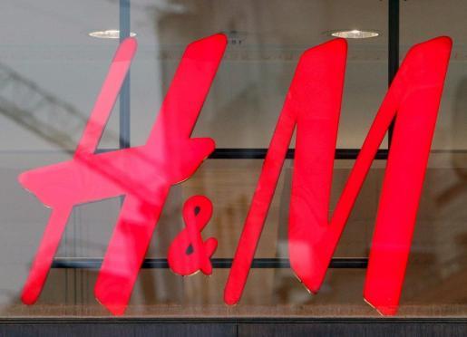 Cartel de la tienda de moda H&M.