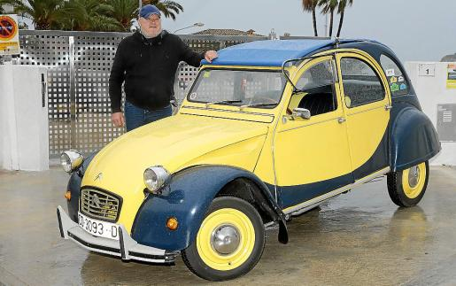 Michel está orgulloso de su coche, al que mima con mucho cuidado y agradece a su mujer que lo encontrara.