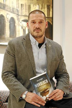 El comisario Luis Esteban presenta una nueva novela.