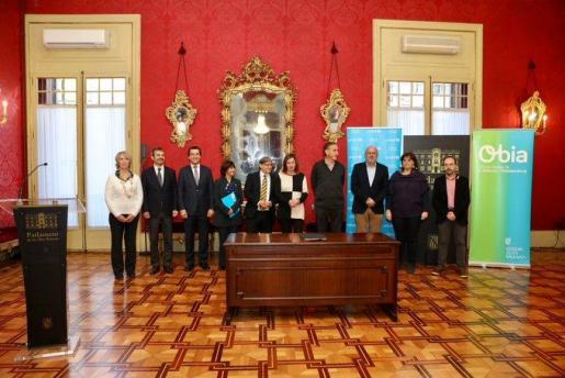 Imagen de los representantes de los partidos que han firmado el acuerdo.