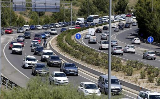 Imagen de coches, por la Vía de Cintura de Palma.