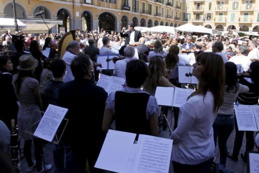 Un momento del concierto protesta, en la Plaça Major de Palma.