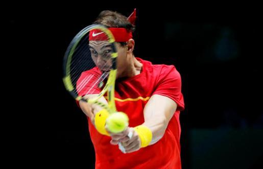 Rafa Nadal en el partido contra Khachanov de Copa Davis.