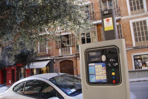 Un vehículo con el distintivo de la ORA en Palma.