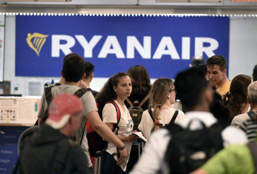 Imagen de archivo de usuarios de la aerolínea Ryanair.