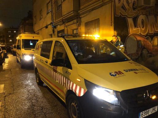 Efectivos de emergencias en el lugar del suceso.