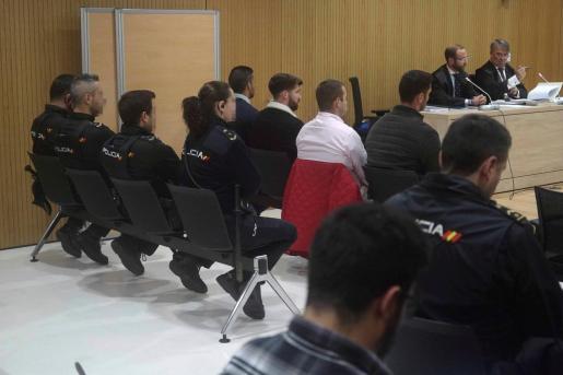 Vista de los cuatro miembros de La Manada, Alfonso Jesús Cabezuelo, José Ángel Prenda, Antonio Manuel Guerrero y Jesús Escudero durante el juicio por los hechos acaecidos en Pozoblanco que se celebra en la ciudad de la Justicia de Córdoba.