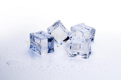 Los padres del niño trataron sin éxito de sacar el hielo de la garganta del niño.