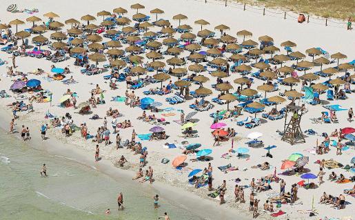 El número de turistas ha bajado ligeramente en Menorca. En la imagen, la playa de Cala en Porter.