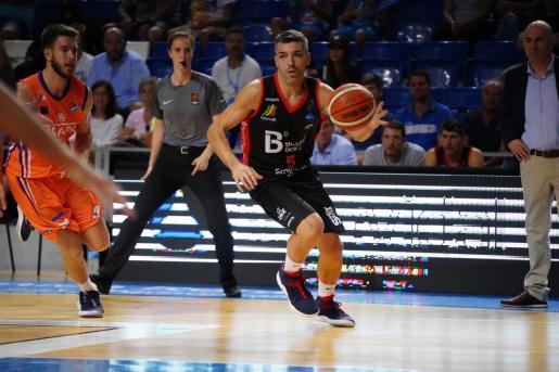 El capitán del B the travel Brand Mallorca Palma Carles Bivià, en acción durante un partido en Son Moix.