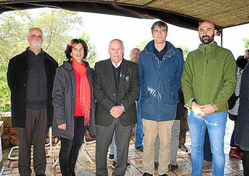 Andreu Oliver, Uta Werner, Nadal Torres, Sebastià Solivellas y el regidor de Cultura i Patrimoni del Ajuntament de Valldemossa, Jaume Mayol.