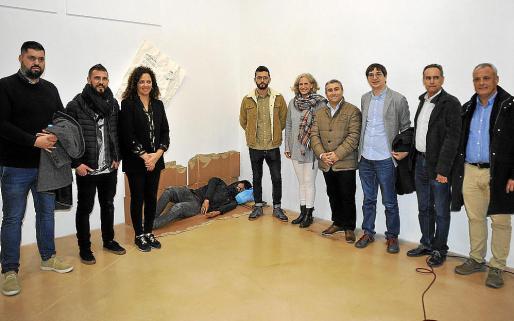 Sebastià Oriol, Toni Peña, Catalina Cladera, Nauzet Mayor, Alice Weber, Virgilio Moreno, Biel Frontera, Xavier Ramis y Jaume Alzamora, junto a la obra premiada.