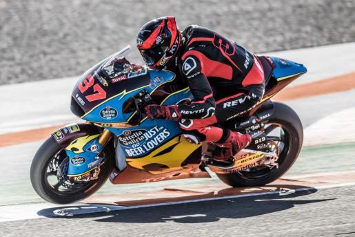 Augusto Fernández rueda sobre el asfalto del Circuito Ricardo Tormo de Cheste con la nueva Kalex.