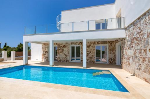 Azur Mallorca comercializa este precioso chalet cerca de la playa de es Trenc.