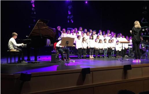 Un año más, la Escuela de Música y Danza de Sant Llorenç celebra su concierto de Navidad en Sa Màniga.