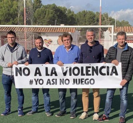 Directivos del Campos y la Penya Arrabal en un acto conjunto con la Federació de Fútbol tras los incidentes de este pasaodo fin de semana.