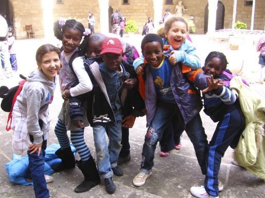 Los niños se lo pasaron muy bien durante toda la mañana en el patio de armas del Castell de Bellver.