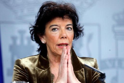 La ministra Portavoz en funciones, Isabel Celaá, al inicio de la rueda de prensa posterior a la reunión del Consejo de Ministros este viernes en La Moncloa.