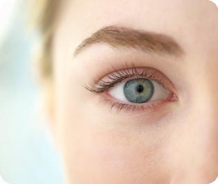 La prevención mediante revisiones periódicas es fundamental para disfrutar de una vista sana.