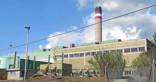 El cierre progresivo de Es Murterar supondrá un punto de inflexión en el panorama energético de Baleares, que con la clausura de dos de los cuatro grupos de la central térmica de Alcúdia comienza el camino hacia su descarbonización, uno de los objetivos de la Ley de Cambio Climático.