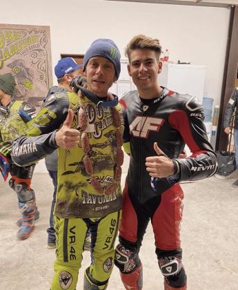 Valentino Rossi y Augusto Fernández posan en el rancho de 'Il Dottore'.