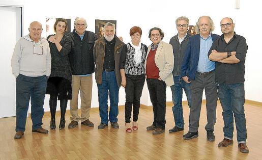 Joan Riera Ferrari, Maria Antònia Mir, Rafael Amengual, Joan Lacomba, Teresa Castell, Tolo Albertí, Luis Maraver, Pep Roig y el artista.