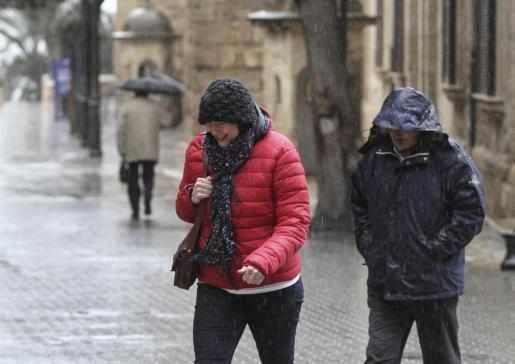 Diciembre arranca con lluvias y ambiente más frío.