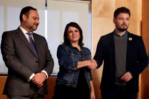 Adriana Lastra, junto a José Luis Ábalos y Gabriel Rufián, en una imagen de archivo.