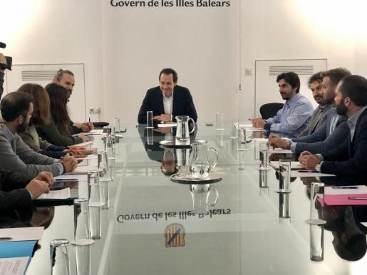 Reunión de Marc Pons con el sector inmobiliario de Baleares, este lunes en Palma.