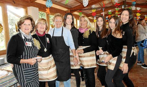 Lola Irueste, Pilar Rodríguez, María Luisa Figuera, Paula Catalá, la coordinadora, Kika Colom; María y Cristina Fernández, y Elena Catalá.
