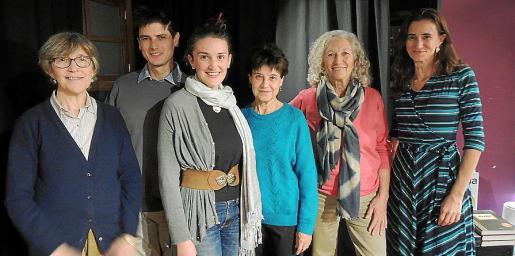 Carmentxu Erice, Alessandro Sanna, Aina S. Erice, Francesca Maria Serra, Montse Moreta y Caterina Amengual.